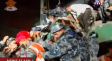Le 13 heures du 26 avril 2015 : Séisme au Népal : une violente réplique de 6,7 a secoué le pays - 173.249
