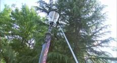 À 40 m au-dessus du vide, deux cordistes vérifient les attractions d'Europa-Park