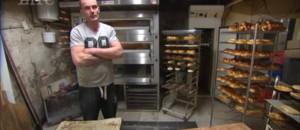 Un SDF hérite d'une boulangerie : en larmes, Jérôme raconte comment il a sauvé la vie de Michel