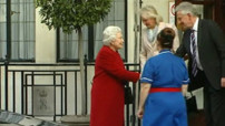 Remise de sa gastro-entrite, Elizabeth II quitte l&#039;hpital le 4 mars 2013.