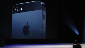 Phil Schiller, chef marketing d'Apple, présente l'iPhone 5 le 12 septembre 2012