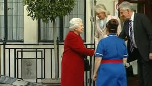 Remise de sa gastro-entérite, Elizabeth II quitte l'hôpital le 4 mars 2013.