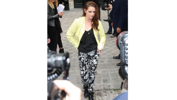 Kristen Stewart lors du show Balenciaga à Paris