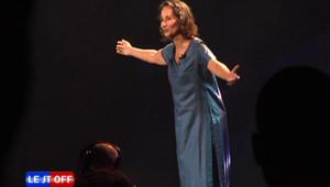 Ségolène Royal singe Cyrano, lors du concert de la fraternité au Zénith