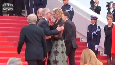 Cannes : quand Kristen Stewart fait une tâche de rouge à lèvres à Thierry Frémaux