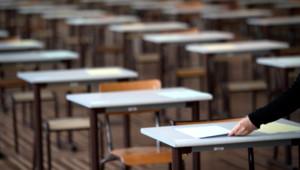 Des tables d'examen