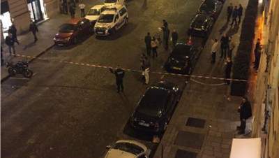 La rue François Ier bouclée apr_s le braquage de la bijouterie Cartier le 25 novembre 2014 : photo de Eytan Koren sur Twitter