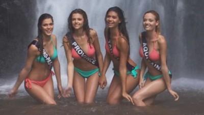 Les Miss prennent la pose sous une cascade.