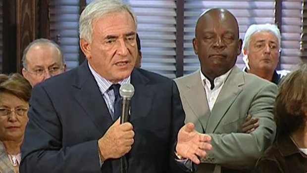 TF1/LCI : Dominique Strauss-Kahn annonçant officiellement à Sarcelles sa candidature à l'investiture socialiste pour la présidentielle de 2007