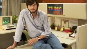 Ashton Kutcher est Steve Jobs dans le film jOBS