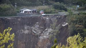Un séisme au Japon fait craindre des glissements de terrain