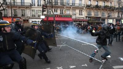 Échauffourées entre manifestants et forces de l'ordre sur la place de la République le 29 novembre 2015, en marge de l'arrivée des chefs d'État pour la COP21.