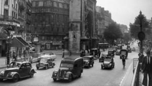 Le Boulevard Saint-Denis à Paris en 1951. A partir du 5 décembre 2012, la circulation se fera dans les deux sens sur l'ensemble des grands boulevards, de la République à l'Opéra.