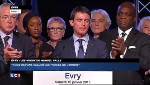 Charlie Hebdo : quand Valls fait applaudir longuement les forces de l'ordre