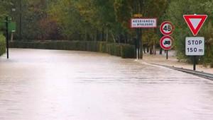Le département a été placé en vigilance orange, alors que plusieurs villages du littoral ont été victimes d'inondations.
