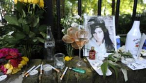 """La chanteuse britannique est retrouvée morte dans son appartement à l'âge de 27 ans. Elle rejoint ainsi le """"club des 27"""", celui des artistes tragiquement disparus à cet âge."""