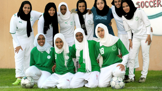 Arabie saoudite : footballeuses du &quot;King&#039;s United women football club&quot; portant le foulard islamique, le hijab (archives)