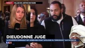 """""""Charlie Coulibaly"""" : pour éviter les caméras, Dieudonné arrive au procès par une porte dérobée"""