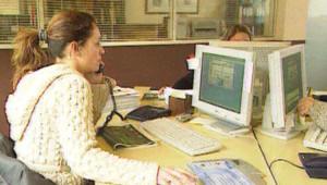femme bureau travail ordinateur égalité boulot