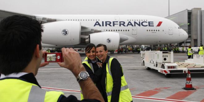 Le premier A380 d'Air France, star dans les airs... et au sol