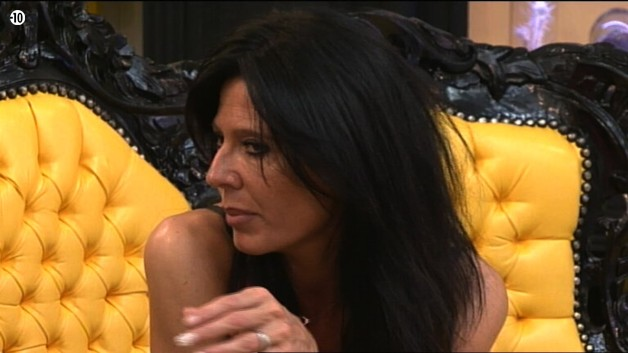 Nathalie confie à Vincent s'être préparée à une éventuelle séparation avec Vivian. Elle considère même que celle-ci pourrait survenir dans les prochains mois.