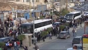 Syrie : évacuation de 450 rebelles et civils vers le Liban