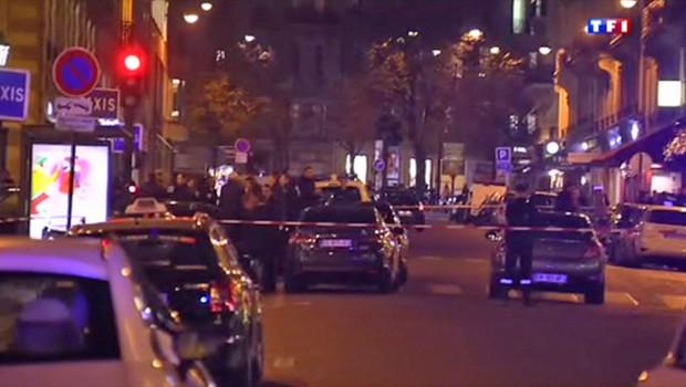 La rue François Ier bouclée apr_s le braquage de la bijouterie Cartier le 25 novembre 2014
