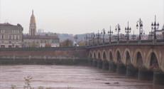 Le 13 heures du 22 novembre 2014 : Bordeaux : une fillette disparue dans la Garonne - 457.246