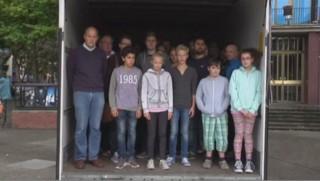 Ces Allemands s'amassent dans un camion frigorifique comme les migrants victimes de passeurs