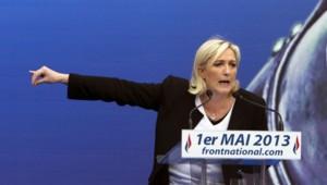 """Pour Marine Le Pen, derrière la Manif pour tous, """"il y a un désaveu total de la politique qui est menée par François Hollande""""."""