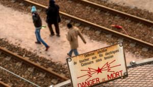 Des migrants traversant le tunnel sous la manche. (Image d'illustration)