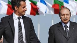Nicolas Sarkozy en visite en Algérie, aux côtés d'Abdelaziz Bouteflika (10/07/2007)
