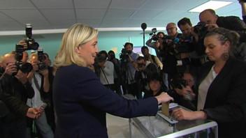 Marine Le Pen vote à Hénin-Beaumont, le 17 juin 2012.