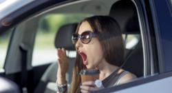 sommeil femme voiture conducteur chauffeur café fatigue