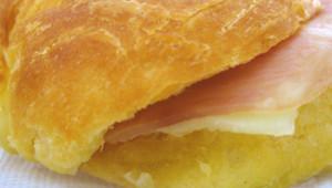 Le prix du sandwich jambon-beurre, le plus vendu en France, a augmenté de 1,05% en 2014, s'établissant à 2,74 euros en moyenne