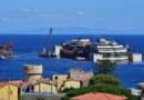 Le paquebot Costa Concordia au large de l'ile du Giglio en juillet 2014 à quelques jours de son remorquage pour Gênes