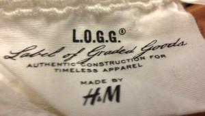 Une étiquette d'un vêtement H&M.