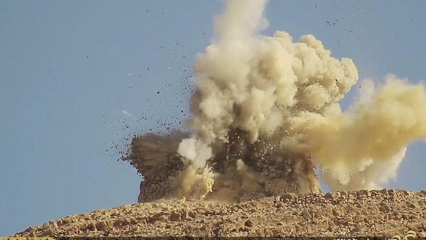 Syrie : destruction d'un mausolée de Palmyre par l'Etat islamique, juin 2015