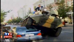 Le maire de Vilnius écrase les voitures mal garées