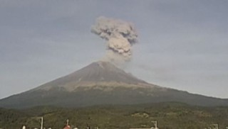 Le volcan Popocatepetl crache sur le Mexique