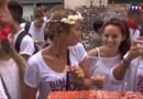 Le 13 heures du 30 juillet 2015 : Rosé, charcuterie, foulard rouge... Les fêtes de bayonne ont démarré dans la bonne humeur - 1661