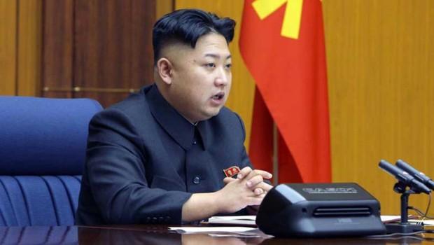 """Pyongyang menace d'une frappe nucléaire """"préventive"""" - Page 6 Kim-jong-un-le-3-2-13-10876124jmibk_1713"""