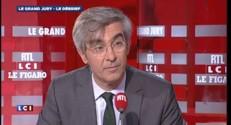 "Emmanuel Macron ""un peu embarrassé"" au début de l'émission du Grand Jury"