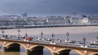 Le Pont de Pierre à Bordeaux.