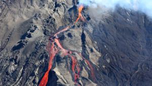 piton de la fournaise éruption volcan volcanisme lave cratère