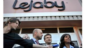 Arnaud Mintebourg et Assya Hiridjee décrivant le plan de reprise de l'usine Lejaby de Bourg-en-Bresse, le 1er mars 2012