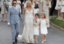 Kate Moss, en robe Galliano, a épousé vendredi le guitariste du groupe de rock The Kills, Jamie Hince, lors d'une cérémonie religieuse dans le sud-ouest de l'Angleterre.