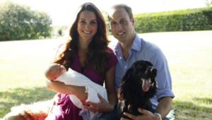 Premiers portraits officiels de Kate, William et George. Août 2013.