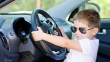 Difficile d'occuper ses enfants pendant de longs trajets en voiture.