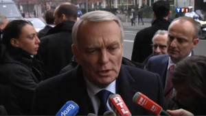 "Ayrault dénonce la ""mafia"" en Corse"
